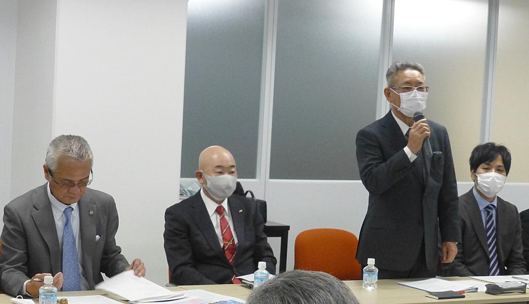 挨拶を行うKURS副議長の本多裕重氏(写真右から2人目)