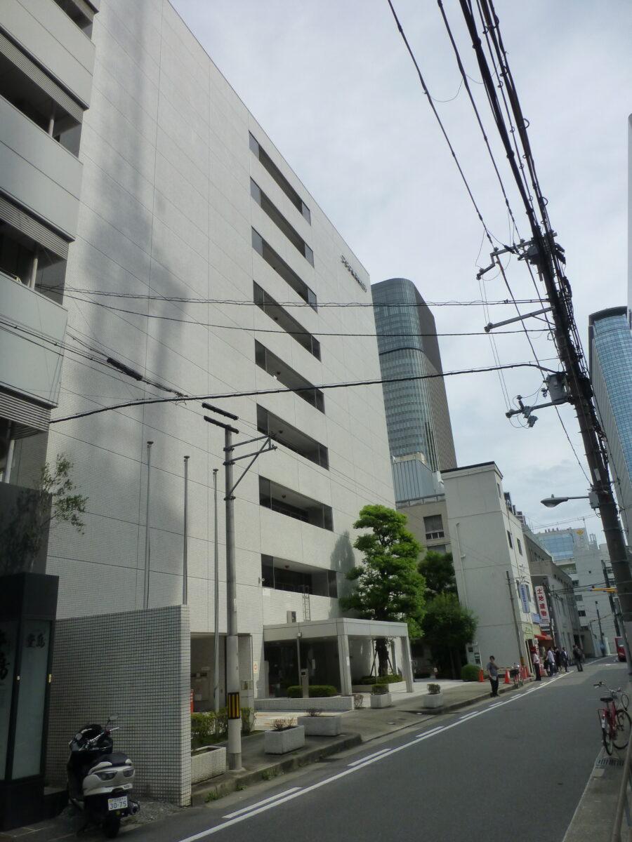 (株)フジタ大阪支店が入る建物(大阪市北区、写真中央)。